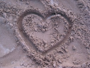 heart-in-sand-1462541